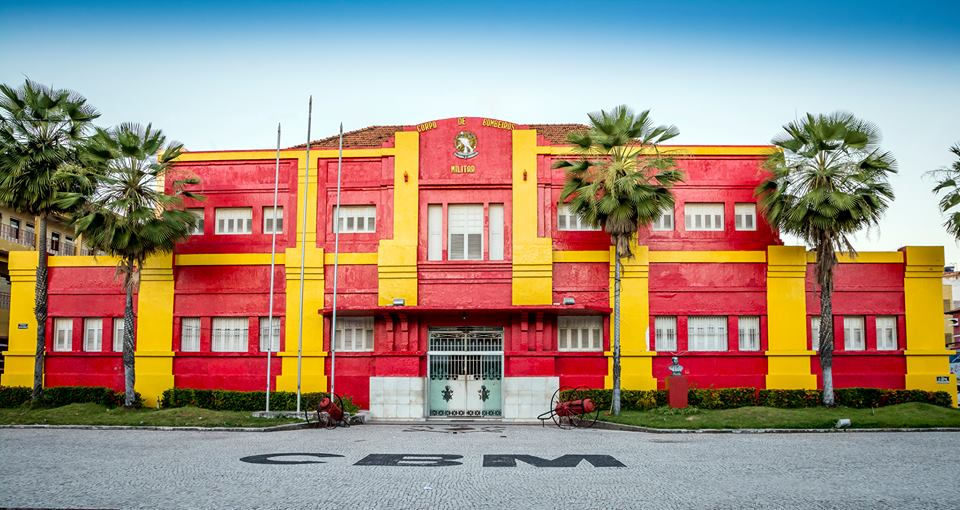 Fachada do Quartel Central do Corpo de Bombeiros, situado na rua Oto de Alencar, 215, bairro Jacarecanga.