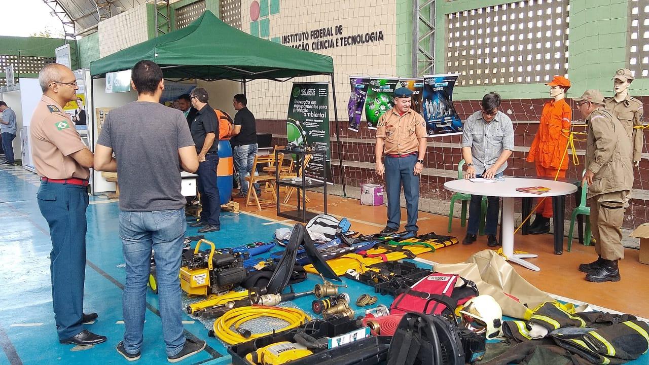 Participa da Feira Multissetorial de Negócios de Maracanaú