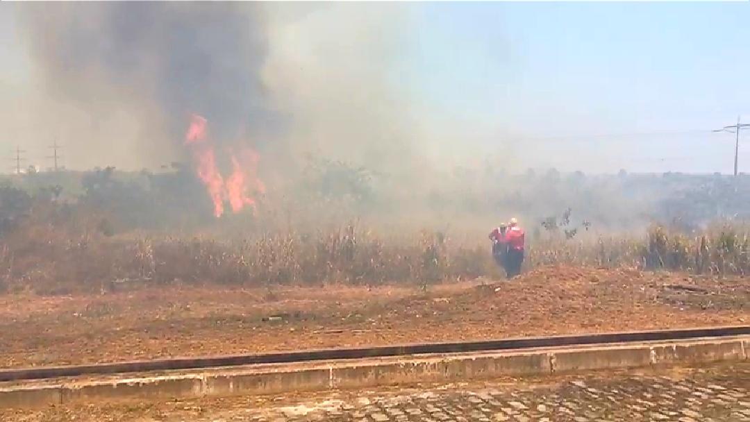 4ªCia/1ºBBM debela incêndio próximo a Chesf no Bairro Castelão