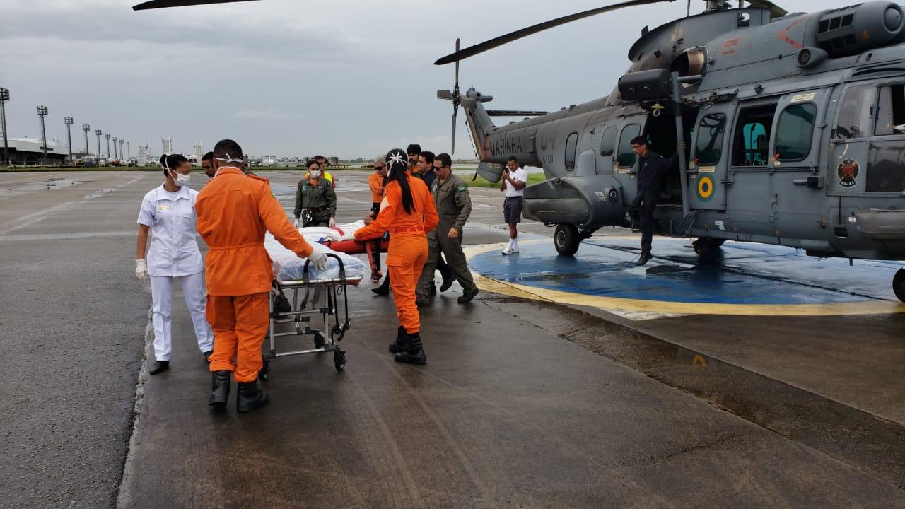 Corpo de Bombeiros apoia resgate de pescador realizado pela Marinha do Brasil