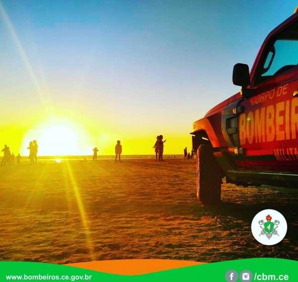 Guarda-vidas do Corpo de Bombeiros realizam prevenção em Jericoacoara