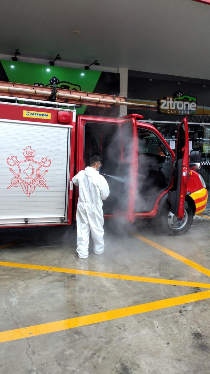 Bombeiros higienizam viaturas de Salvamento por meio de parceria, em Fortaleza