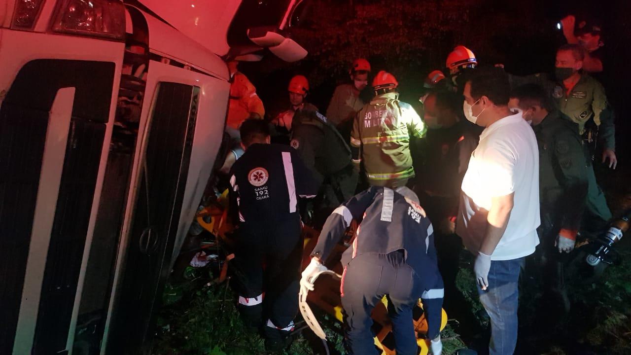 Bombeiros resgatam vítima das ferragens