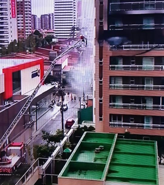 Bombeiros debelam incêndio em apartamento na Aldeota