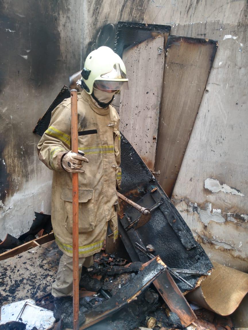 Bombeiros atuam em incêndio residencial, em Russas/CE