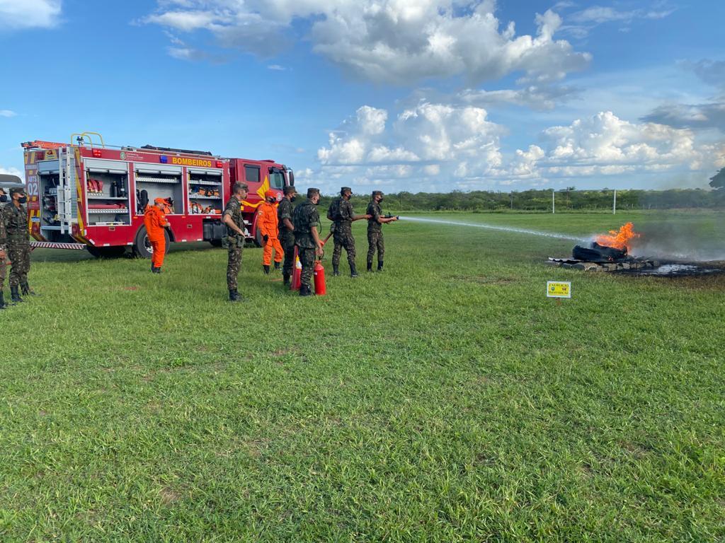 CBMCE realiza instrução de combate a incêndio para 40º BI, em Crateús