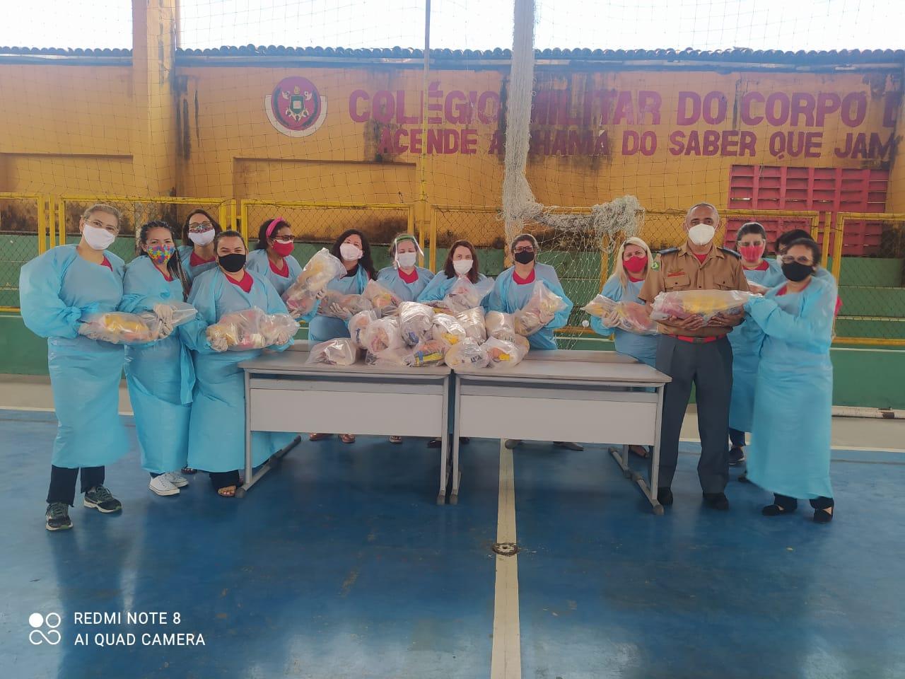 Colégio dos Bombeiros entrega 240 kits de alimentos aos alunos do Atendimento Educacional Especializado (AEE)