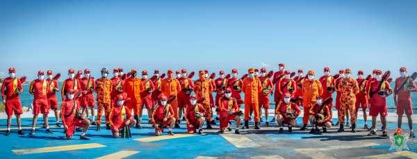 Corpo de Bombeiros resgata jovem de afogamento no Poço da Draga em Fortaleza