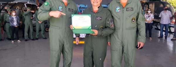 Corpo de Bombeiros realiza batismo em oficial da Ciopaer homologado Piloto Comercial de Helicóptero