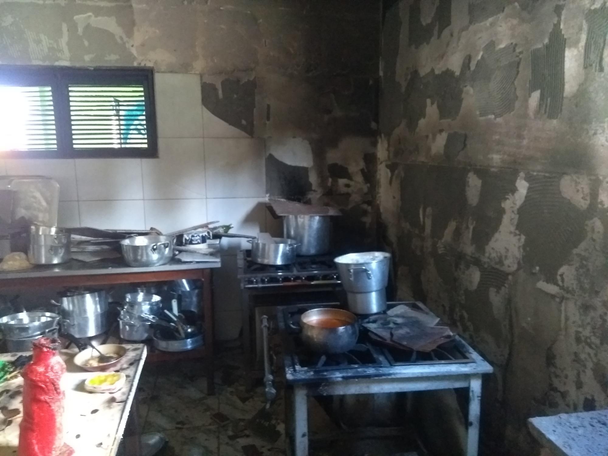 Corpo de Bombeiros debela incêndio em edificação comercial no Eusébio