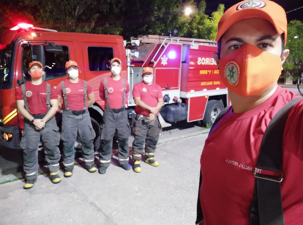 Corpo de Bombeiros debela incêndio em residência no Bairro José Walter