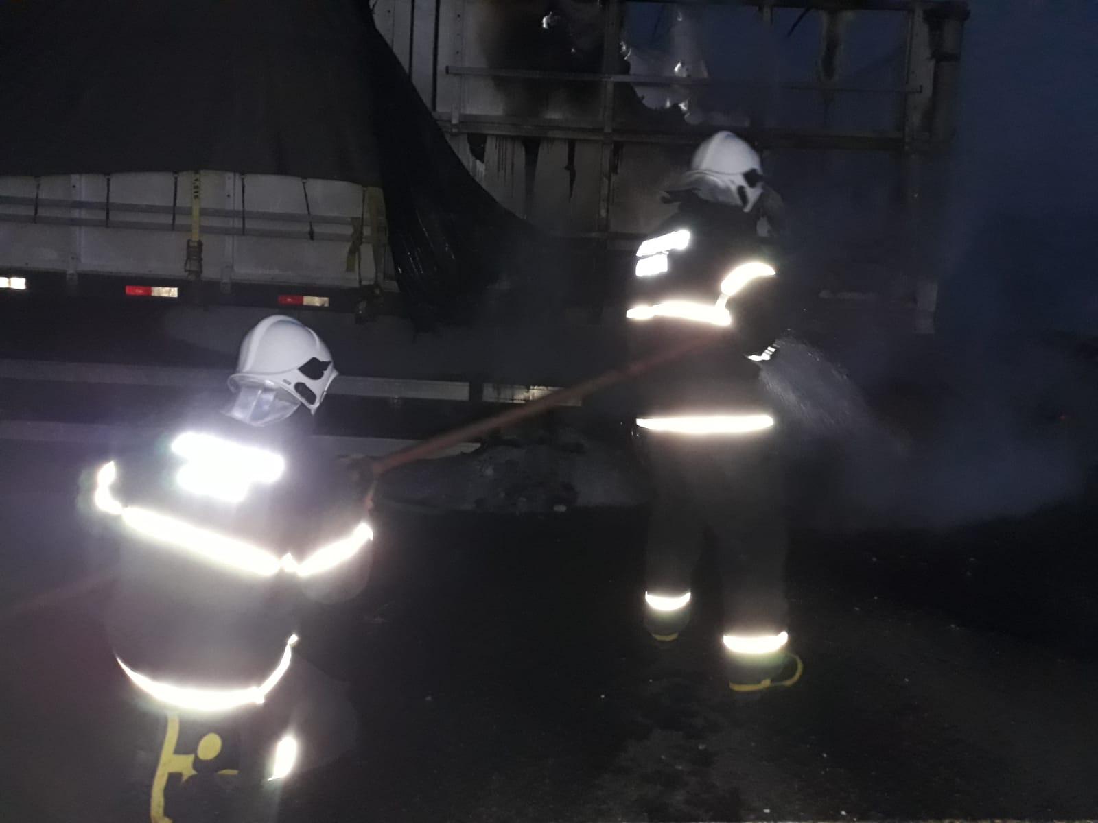 Corpo de Bombeiros debela incêndio em Bitrem, na BR 020 em Tauá