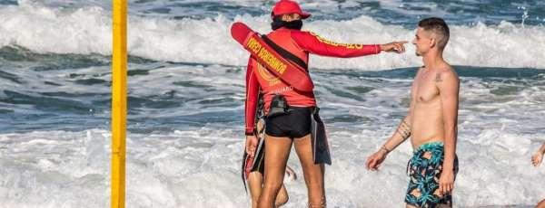Nove pessoas são salvas pelo Corpo de Bombeiros na Praia do Futuro