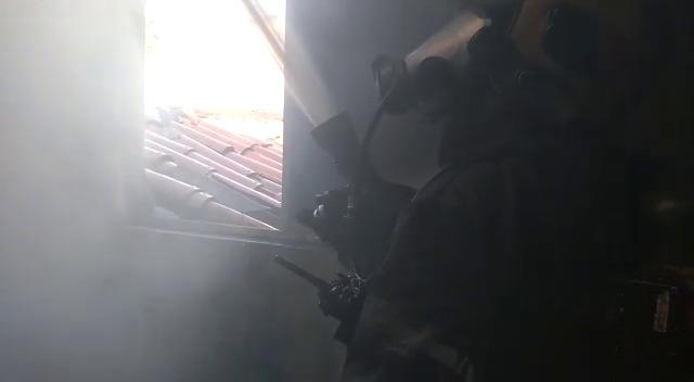 Corpo de Bombeiros apaga incêndio em residência no Jardim América