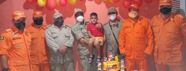 Corpo de Bombeiros realiza sonho do pequeno Ezequiel, de 05 anos de idade, em São Gonçalo do Amarante