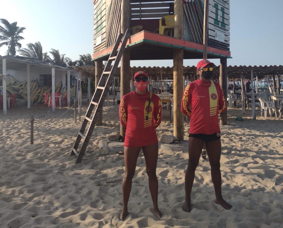 Atuação do Corpo de Bombeiros evita 5 afogamentos em praia de Fortaleza