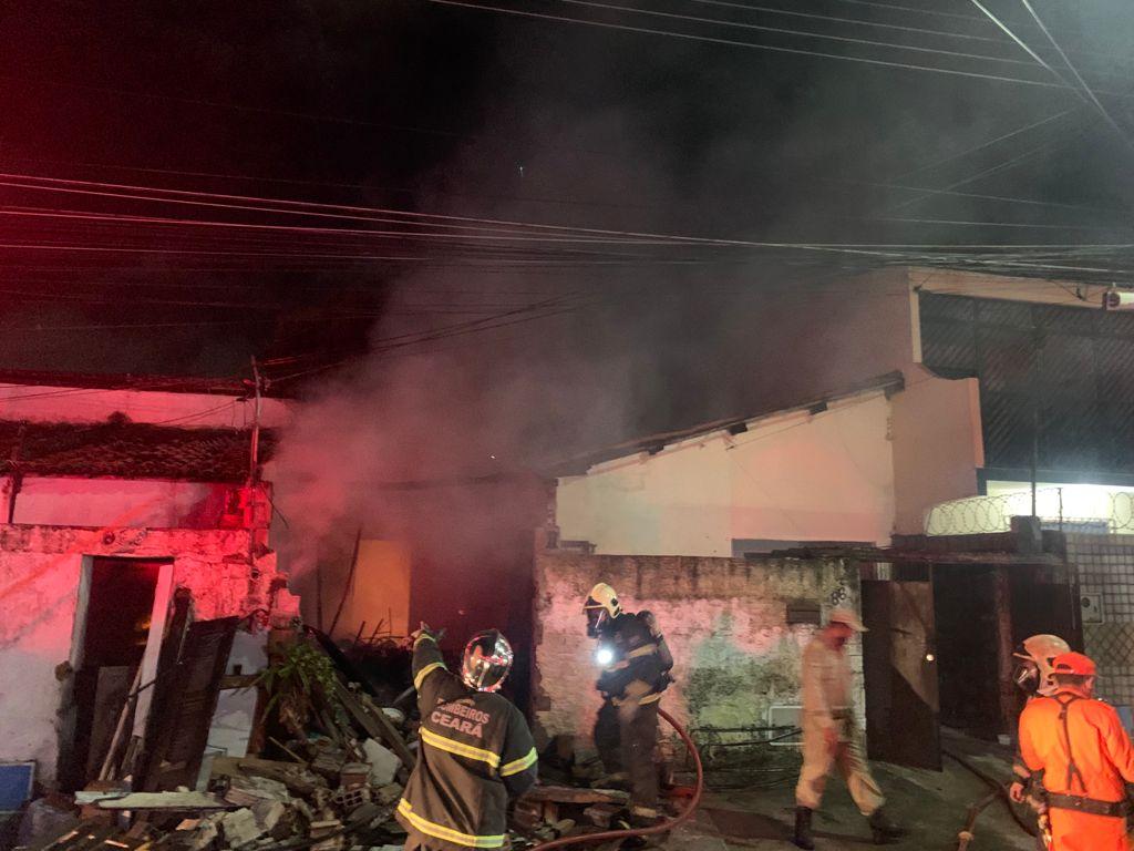 CBMCE - Incêndio no Conjunto Ceará