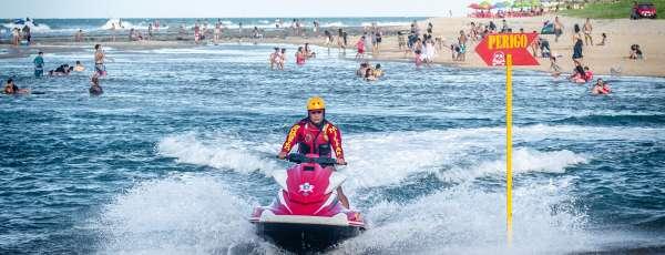 Corpo de Bombeiros salva 8 vidas de afogamentos em praias do Ceará