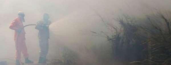 Bombeiros de Maracanaú combatem incêndio no Distrito Industrial