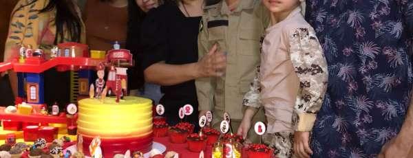 Corpo de Bombeiros realiza sonho do pequeno Moisés Noronha de 6 anos de idade