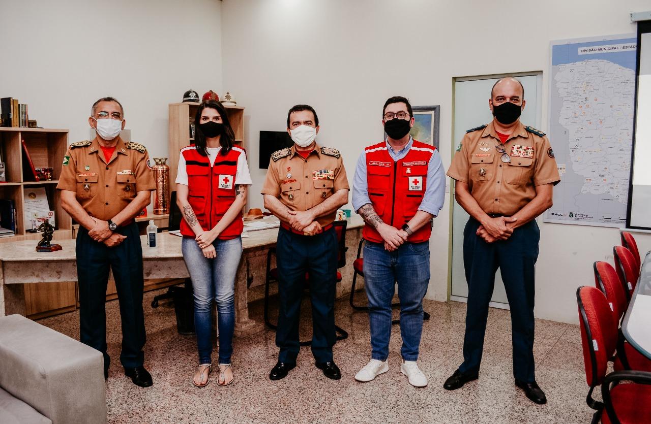 Presidente Nacional da Cruz Vermelha Brasileira visita o Casarão Vermelho