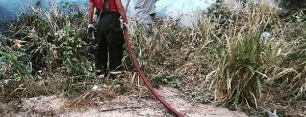Bombeiros de Maracanaú apagam incêndio em vegetação