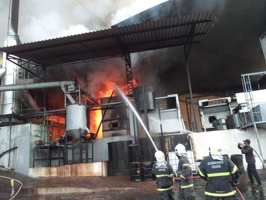 Corpo de Bombeiros debela incêndio em edificação industrial em Forquilha