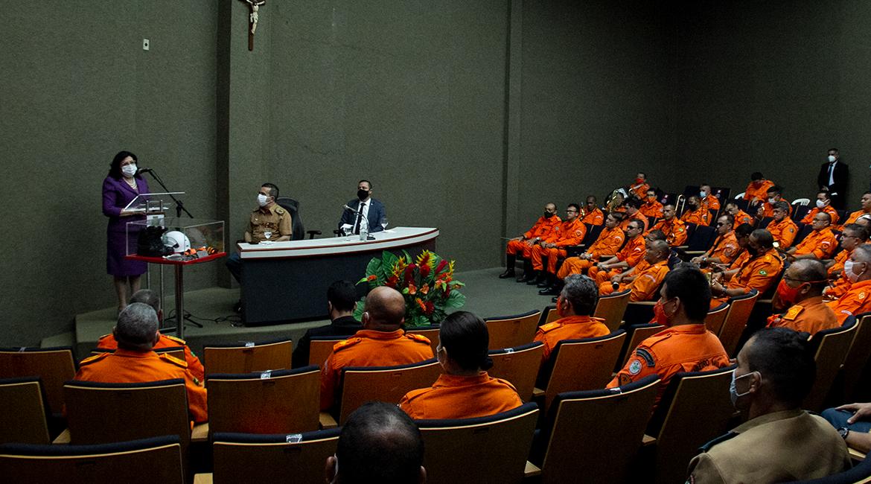 Assistência Militar recebe novos bombeiros, e presidente do TJCE reconhece empenho da corporação